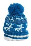 Den blåa knycken skidar hatten isolerad vit vertikal varm renmodellull fotografering för bildbyråer