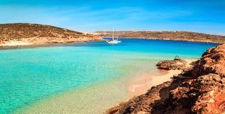 Den blåa lagun på den Comino ön, Malta Gozov royaltyfria foton