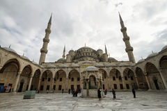 Den blåa moskén, (Sultanahmet Camii), Istanbul, Turkiet Royaltyfria Bilder