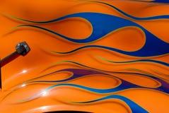 den blåa stänkskärmen flamm orangen royaltyfria bilder