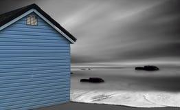 Den blåa strandkojan Royaltyfri Foto
