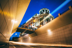 Den blåa timmen rusar i Iasi, Rumänien arkivfoton