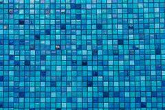 den blåa underkantpölen rows tegelplattor Royaltyfria Foton