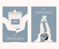 Den blåa uppsättningen av hyggekort och affischer med stearinljuset, handen, socka, lägger benen på ryggen vektor illustrationer