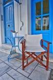 Den blåa vita coffee shop kopplar av hörnet Royaltyfria Foton