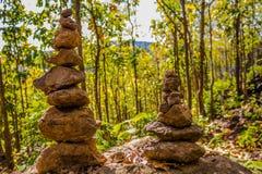 den blåa meditationen över skybuntstenen stenar zen för torn två Arkivfoton