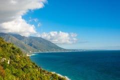 Den Black Sea kusten av Abchazien Arkivfoto