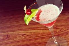 den blanda coctailen innehåller för martini för bilden eps10 den olika stordian funktionslägen Arkivbilder
