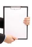 den blanka clipboarden hands holdingen arkivbild