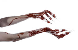Den blodiga handen med injektionssprutan på fingrarna, tåinjektionssprutor, hand spolar ren, den förfärliga blodiga handen, det h Royaltyfri Bild