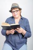 Kvinnan med bokar royaltyfri bild