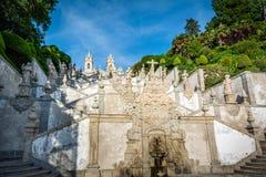 den bombraga kyrkan gör jesus monte portugal Arkivfoto