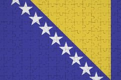 Den Bosnien och Hercegovina flaggan visas på ett vikt pussel stock illustrationer