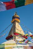 Den Boudhanath stupaen som omger med bönen, sjunker, Nepal Royaltyfria Foton