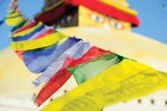 Den Boudhanath stupaen som omger med bönen, sjunker, Nepal Arkivfoto