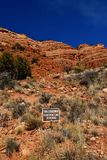Den bräckliga miljön i rött vaggar berg nära Sedona royaltyfri fotografi