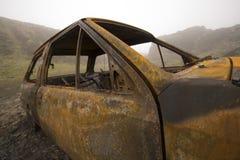 den brända bilen ut rostade Arkivfoton