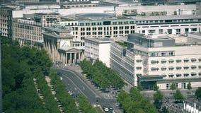 Den Brandenburg porten och ambassaden av Förenta staterna i Berlin, Tyskland Royaltyfri Foto