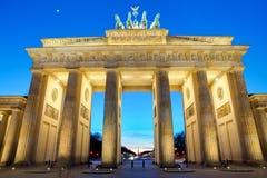 Den Brandenburger toren på solnedgången Royaltyfria Foton