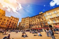 5 05 2017 - Den breda vinkeln sköt den huvudsakliga fyrkanten av för piazza Del Campo - Siena för ` s Royaltyfri Foto
