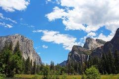 Den Bridalveil nedgången och El Capitan vaggar, den Yosemite dalen, den Yosemite nationalparken Arkivfoton