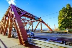 Den Broadway bron i i stadens centrum Portland, ELLER arkivbilder