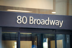 Den Broadway gatan undertecknar in New York Arkivfoto