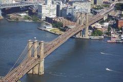 Den Brooklyn bron över East River beskådade från World Trade Center New York City USA Royaltyfria Foton