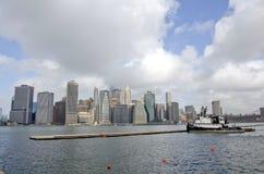 Den Brooklyn bron parkerar marina royaltyfri fotografi