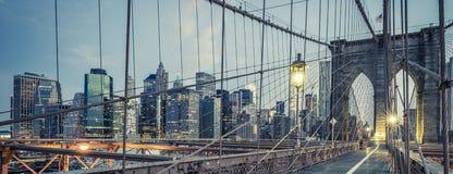 Den Brooklyn bron vid natt Arkivfoto