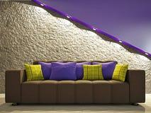 Sofa nära väggen Arkivbild