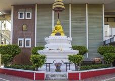 Den buddha statyn i skola Arkivfoto