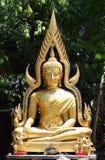 Den buddha statyn i tempel Royaltyfri Foto