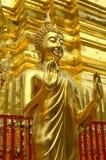 Den buddha statyn på Doi Suthep Royaltyfri Foto
