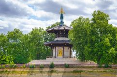 Den buddistiska fredpagoden på Battersea parkerar, London Royaltyfri Bild