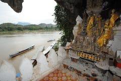 Den buddistiska grottan av Pak Ou nära Luang Parbang royaltyfri fotografi