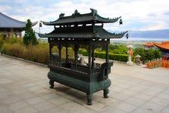 Den buddistiska rökelsegasbrännaren i den Chongshen kloster. Arkivfoto