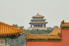 Den buddistiska templet på överkanten av Jingshan parkerar Royaltyfri Foto