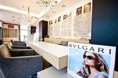 Den Bulgari annonsen i optiker shoppar Royaltyfri Bild
