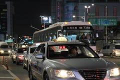 den bussseoul gatan taxar fotografering för bildbyråer