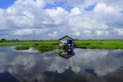 den cambodia laken underminerar tonle Arkivbilder
