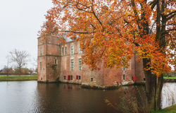Den Cannenburgh slotten är en 16th århundradeslott i Vaassen Arkivbilder