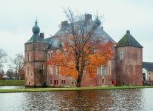 Den Cannenburgh slotten är en 16th århundradeslott i Vaassen Royaltyfria Bilder