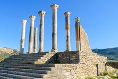 Den Capitoline templet i romare fördärvar, den forntida romerska staden av Volubilis morocco Arkivbilder