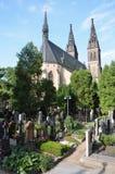 Den Capitular kyrkan av SS Peter & den Paul och Vysehrad kyrkogården Fotografering för Bildbyråer