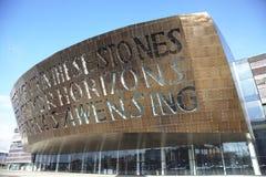 Den Cardiff fjärden med millenium centrerar Royaltyfri Fotografi