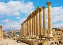 Den Cardo Maximus gatan i Jerash fördärvar Jordanien Arkivfoto