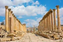 Den Cardo Maximus gatan i Jerash fördärvar Jordanien Arkivbild