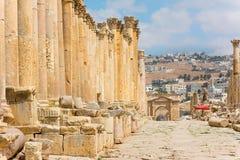 Den Cardo Maximus gatan i Jerash fördärvar Jordanien Royaltyfri Fotografi