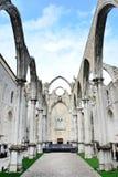 Den Carmo kyrkan fördärvar i Lissabon royaltyfria foton